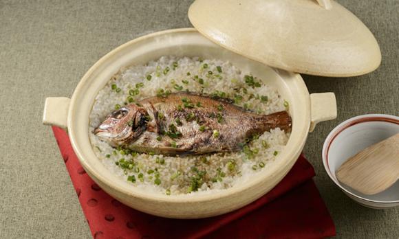 お米と一緒に炊き込むだけで、上品な鯛めしが完成!