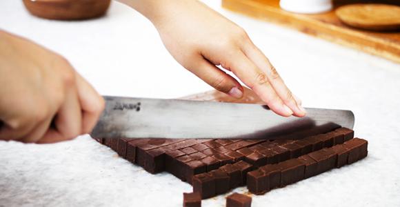 1988年、職人の手によって生まれた生チョコレート