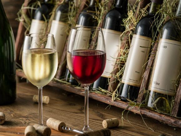 よく贈られるのはワイン。相手によってノンアルコール、コーヒーを選ぶことも