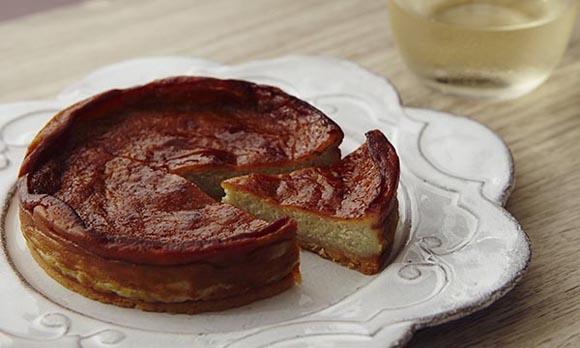 ブルーチーズの旨味たっぷり。ワインにも合うチーズケーキ