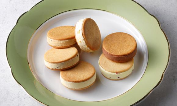 発酵バターをたっぷりと使った、贅沢なバターサンド