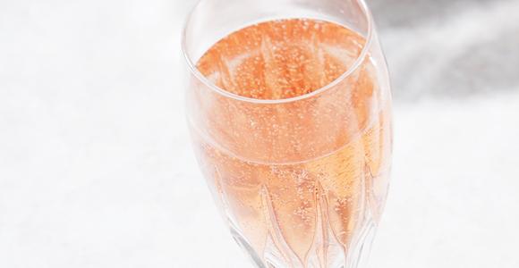 通が納得する本格ワインをイチゴから造る