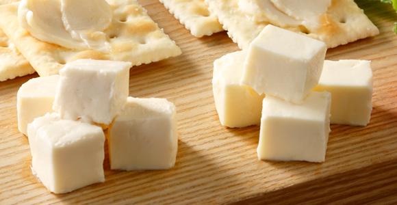 """専門店の""""漬ける""""技術を生かした、チーズの漬物"""