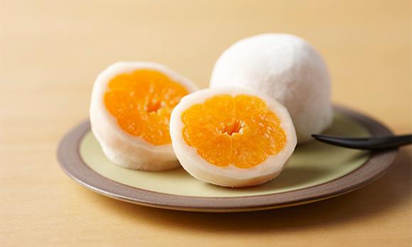 甘味と酸味のハーモニーが絶妙! いちご大福ならぬ「みかん大福」