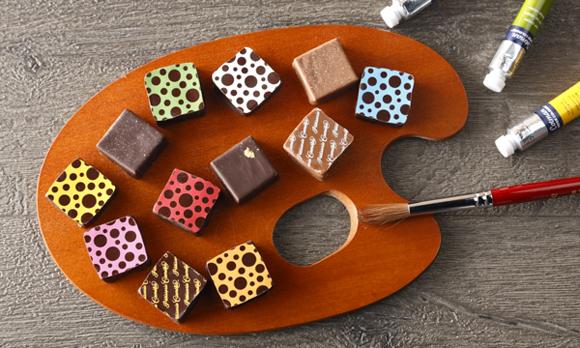 味も色も12種類! こだわりの詰まったボンボンショコラ