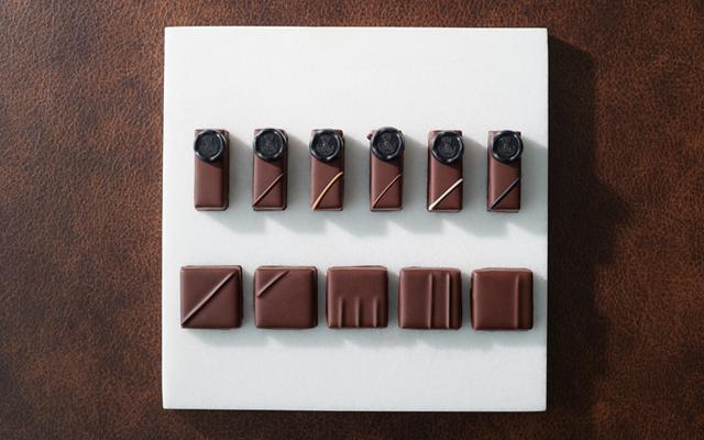 【2019 特選】艶めく黒箱に詰められた大人のための贅沢なショコラ
