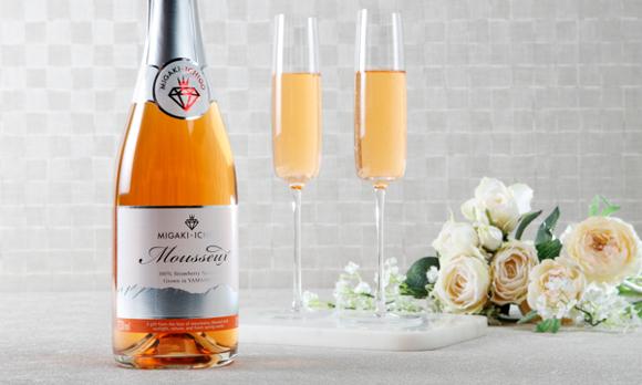 <宮城県>イチゴ100%で作られた、贅沢なスパークリングワイン
