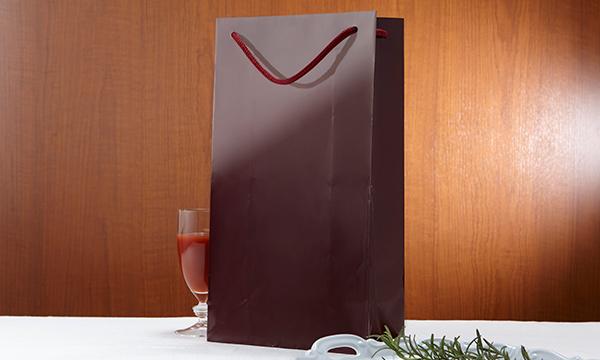 あかい実りの贅沢しぼり(黒ラベル・白ラベル 2品入りギフトセット)の紙袋画像