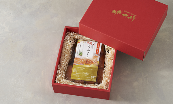 沖縄老舗料亭「琉球料理と琉球舞踊 四つ竹」特選ラフテーの箱画像