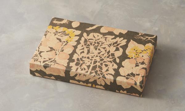 パティスリー ラ・マーレ・ド・チャヤ 焼菓子詰め合わせ 15個入の包装画像
