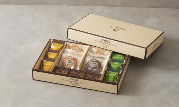パティスリー ラ・マーレ・ド・チャヤ 焼菓子詰め合わせ 15個入の箱画像