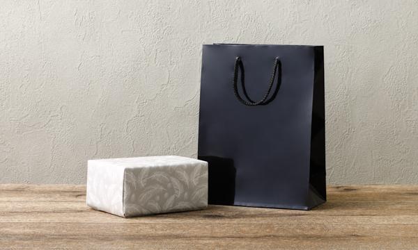 マヌカハニーUMF10+&木製スプーンセットの紙袋画像