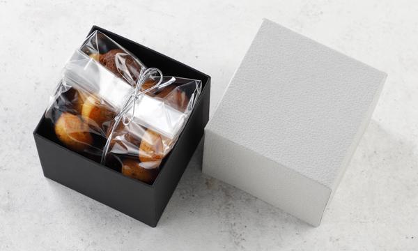 Piccola Pasticceria Nocciola e Cioccolatoの箱画像