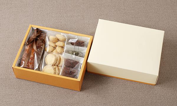 キャラメルパウンドケーキと小菓子の箱画像