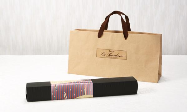 「ごぼう」から作られたロールケーキ La Bardane(ラ・バルダーヌ)の紙袋画像