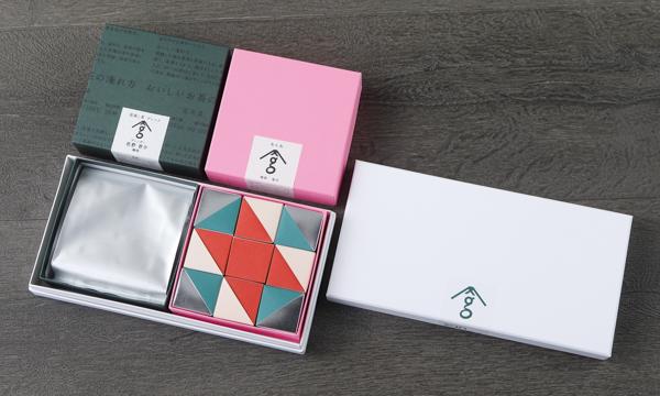 お茶とお菓子の詰合わせの箱画像