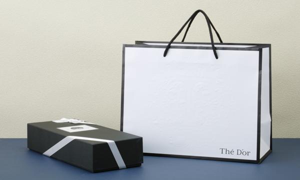 プレミアムボトルティーギフトBOX入り2本セット 手提げ袋付き【TSUYUHIKARI(つゆひかり)×薔薇茶(ばらちゃ)】の紙袋画像