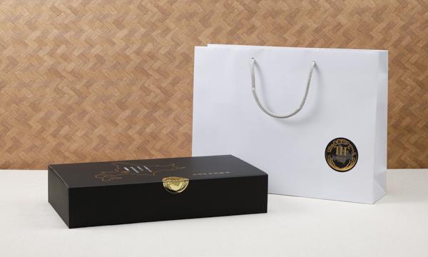 The北海道ファーム水芭蕉米カレードレッシングセットの紙袋画像