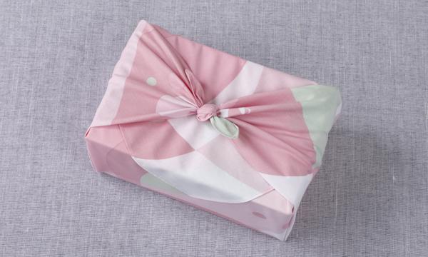 オリジナル有機抹茶有機ほうじ茶 茶筅 風呂敷セットの包装画像