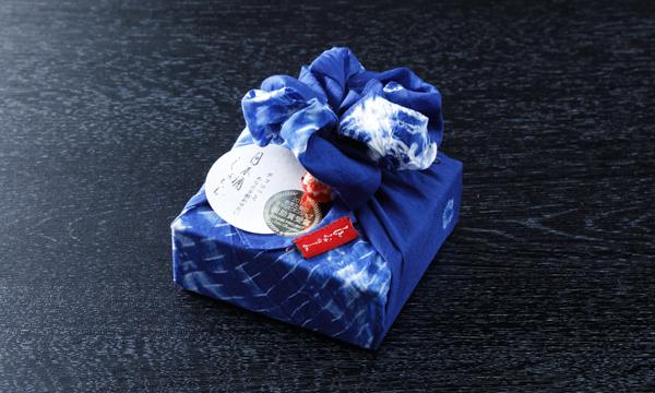 日本酒しょこら藍染め包みの包装画像