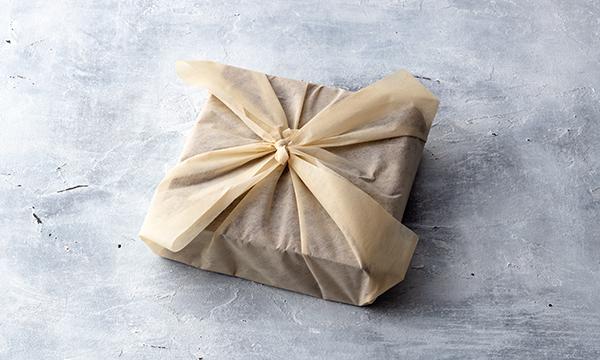 仲川広が手掛ける「王様のチーズケーキ」 フィレンツェの名店La GIOSTRAで料理長を務めたシェフが贈る至極の一品。の包装画像
