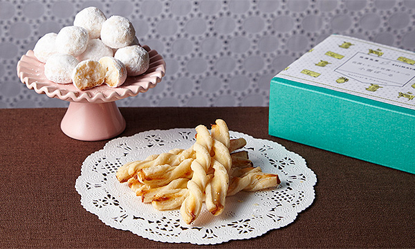 「佐渡チーズと佐渡番茶の淡塩スティックパイ」「佐渡レモンと佐渡バターの小雪ぼーる」の内容画像